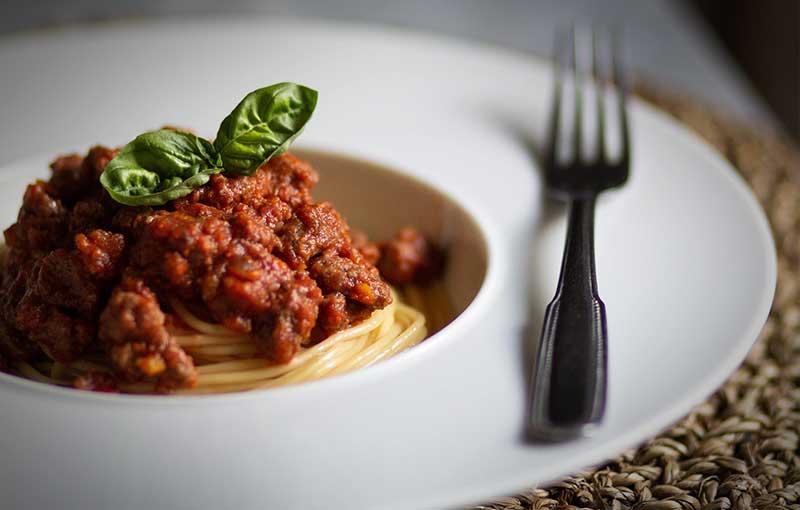 Cuisiner des spaghetti à la sauce bolognaise
